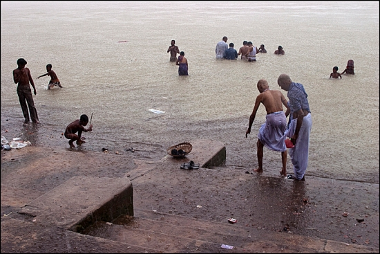 A puja on Babu Ghat in Kolkata