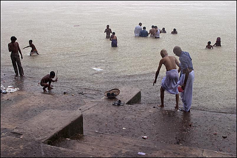 A puja on Babu Ghat in Kolkata