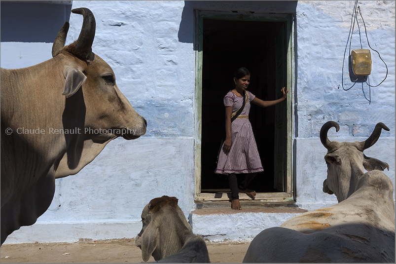 In front of her house in Jodhpur.jpg